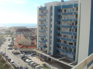 Apartment/balcony facing 10th best beach in Europe - Vila Nova de Gaia vacation rentals