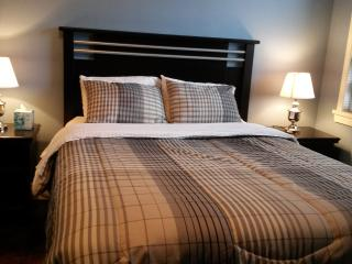 2 bedroom Condo with Internet Access in Edmonton - Edmonton vacation rentals