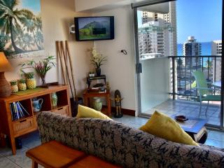 Ocean view Central AC Romantic  Sleep 4 - Waikiki vacation rentals