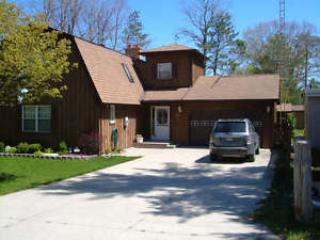 Beautiful Cottage a short strole to the beach! - Grand Bend vacation rentals