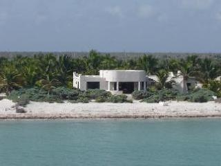 BeAuTiFuL HoUsE iN A 2 AcRes CoConut PlAnTaTiOn - Image 1 - Telchac Puerto - rentals