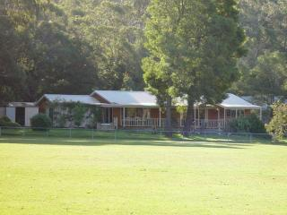 Convenient House in Halls Gap with A/C, sleeps 13 - Halls Gap vacation rentals