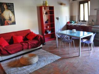 Sienahomeandsailing-Brown apartment with garden - Siena vacation rentals