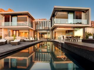 Serene, Surreal, Ultra Modern Camps Bay Villa 6bed - Camps Bay vacation rentals