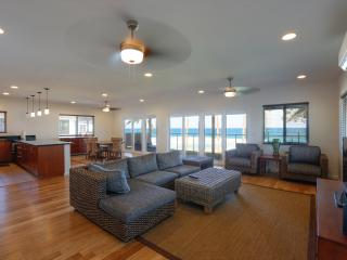 The Pipeline Manor |Beachfront at Banzai Pipe! - Haleiwa vacation rentals