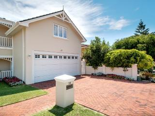 Luxury one bedroom house with pool close to beach - Perth vacation rentals