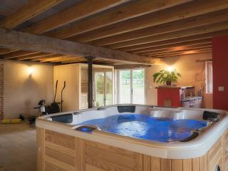 Nice 3 bedroom Farmhouse Barn in Herisson - Herisson vacation rentals