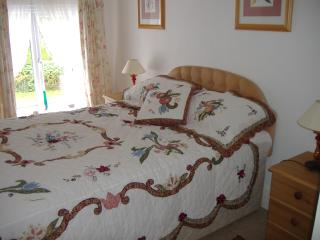 Comfortable Condo with Internet Access and Parking - Frithelstock vacation rentals