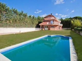 Hermosa casa nueva cerca de la playa con piscina - Sant Andreu de Llavaneres vacation rentals