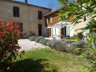 Holiday home, 3 bedrooms, sleeps 6/8, large garden - L'Isle-en-Dodon vacation rentals