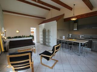 LA MAISON BLANCHE -2 double bedrooms apartment -4p - Sangatte vacation rentals