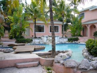 2 bedroom Townhouse with Television in Paradise Island - Paradise Island vacation rentals