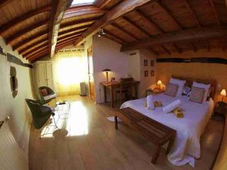 Chambre  2 personne avec vue et piscine chauffee - Beaumont vacation rentals