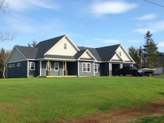 Convenient 5 bedroom House in Borden-Carleton - Borden-Carleton vacation rentals