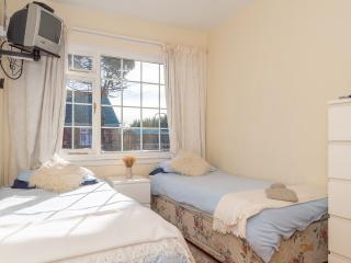 Brunstane drive sunny room - Edinburgh vacation rentals