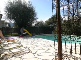 Villa de 160m² avec piscine chauffée  près de Nice - La Trinite vacation rentals