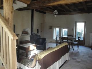 Charming 3 bedroom Gite in Saint-Bois with Internet Access - Saint-Bois vacation rentals