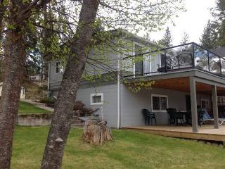 Christina Lake - Beautiful lakefront Cabin - Christina Lake vacation rentals