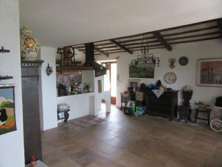 Bright 4 bedroom Narni Villa with Internet Access - Narni vacation rentals