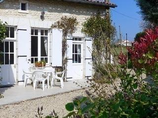 1 bedroom House with Dishwasher in Chalais (Vienne) - Chalais (Vienne) vacation rentals