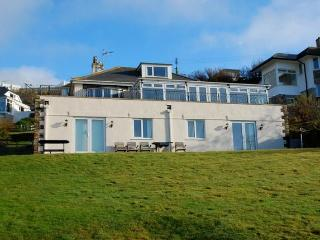 Cozy 3 bedroom Mawgan Porth Cottage with Internet Access - Mawgan Porth vacation rentals