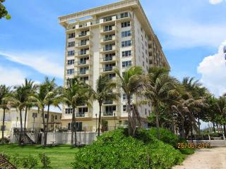 Romantic 1 bedroom Condo in Surfside with Dishwasher - Surfside vacation rentals