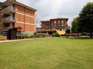 Sunny 2 bedroom Condo in Cisterna d'Asti - Cisterna d'Asti vacation rentals