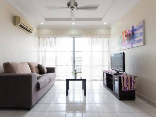Cosy 3 Bedrooms Apt in Puchong Jaya - Puchong vacation rentals