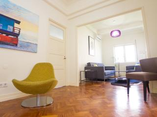SB1- Fabulous Art Deco living, AC, Elevator, City center - Porto vacation rentals
