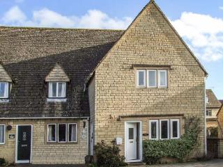 ROSEMARY COTTAGE, end-terrace, over 3 floors, en-suite, parking, garden, in Bourton-on-the-Water, Ref 935550 - Bourton-on-the-Water vacation rentals