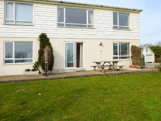 SEA AYR, cosy and bright ground floor apartment, parking, private patio, shared lawn, in Bude, Ref 935092 - Bude vacation rentals