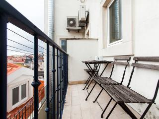 BE GOLD IN LISBON - Lisbon vacation rentals