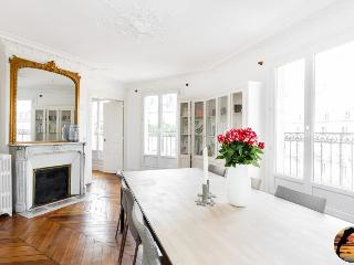 Classic DREAM APARTMENT 3 BEDROOMS PARIS ( 1 arr ) - Paris vacation rentals