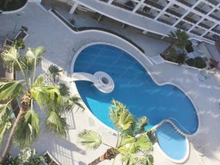Cozy 2 bedroom Condo in Salou with Shared Outdoor Pool - Salou vacation rentals