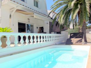 Belle maison   avec piscine au bord du lac - Empuriabrava vacation rentals
