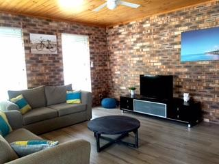 Perfect 3 bedroom Huskisson House with Washing Machine - Huskisson vacation rentals