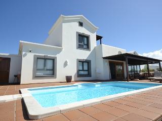 M04LANZ VILLA MARTAGUAMARINA - Playa Blanca vacation rentals