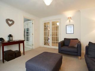 Bright 2 bedroom Apartment in York - York vacation rentals