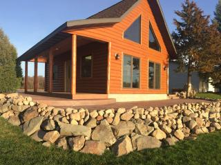 NEW LOG CABIN. Backyard SAND BEACH. 1 HR from MSP. - Lindstrom vacation rentals