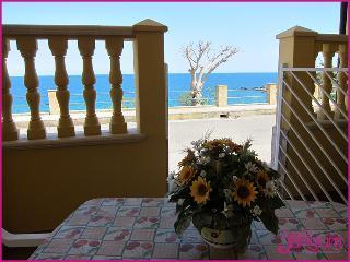 Appartamento Vacanze Capo Rizzuto a 50m dal Mare - Isola di Capo Rizzuto vacation rentals