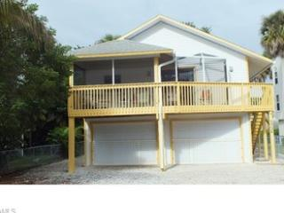 Sweet Escape Close to Times Square & northern end - Fort Myers Beach vacation rentals