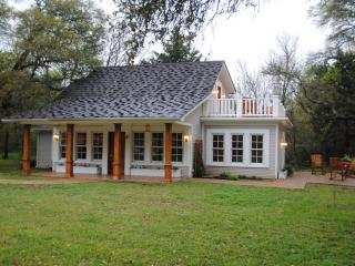 The Cottage at Tell Story Walk - Waco vacation rentals