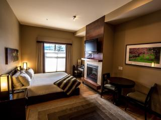 Canmore Silver Creek Chic 1 Bedroom Condo - Canmore vacation rentals