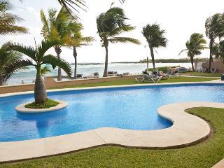"""Puerto Aventuras Quinta del Sol 117 """"Casa Jardín"""" - Puerto Aventuras vacation rentals"""