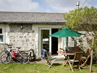 Bright 2 bedroom Barn in Praze-An-Beeble with Garage - Praze-An-Beeble vacation rentals