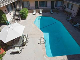 Hollywood Cool, New, Luxurious , Franklin Village. - West Hollywood vacation rentals