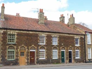HAYDN'S COTTAGE, pet-friendly, amenities on the doorstep, off road parking - Downham Market vacation rentals