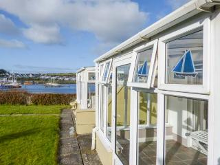FERRY LODGE COTTAGE all ground floor, en-suite, edge of marina, close to amenities in Kilrush Ref 933868 - Kilrush vacation rentals