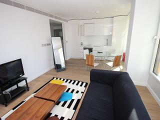 Clean and Safe Covent Garden Sleeps 3 - London vacation rentals