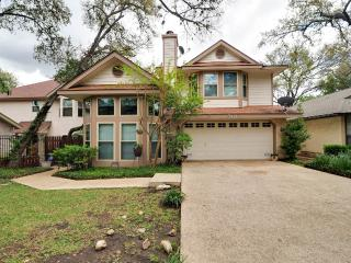 Garden home w/Hot Tub near, Riverwalk & shopping - San Antonio vacation rentals